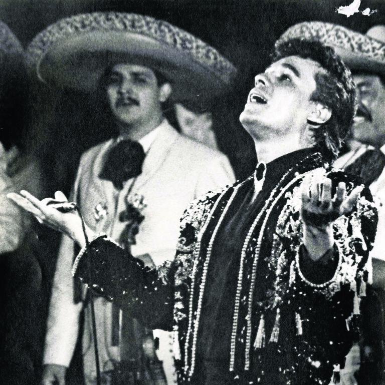 Juan Gabriel – Hasta Que Te Conocí (En Vivo) (1990)